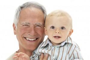Los abuelos estan encantados de jugar con sus nietos